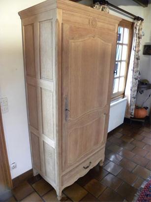 Enlever le vernis et la cire d un meuble d capage - Enlever de la peinture sur du bois ...